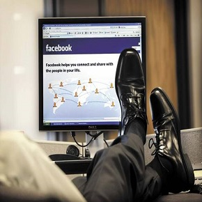 Zaposleni niso produktivni? Morda so padli v past uporabe tehnologije pridelu!