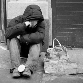 Svetovni dan brezdomcev – njihovi izzivi in ovire na trgudela