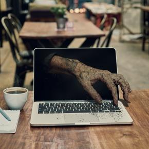 Tehnofobija na delovnem mestu: Ko imaš občutek, da ima računalnik nadzor nad tvojimdelom